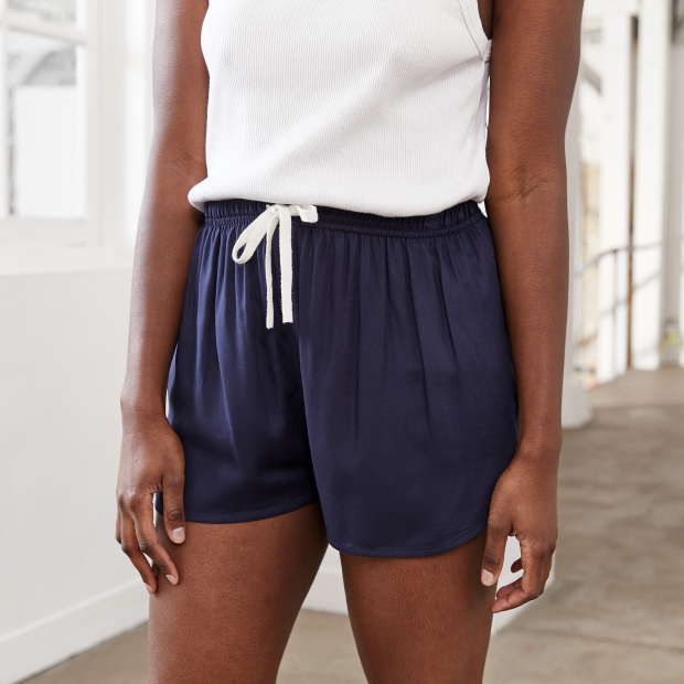 Marineblaue Shorts
