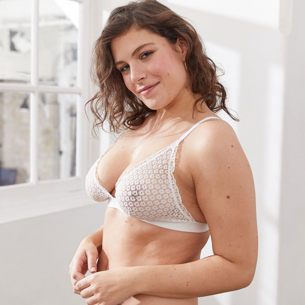 Lace bra without underwire