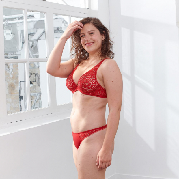 Underwired bra from French lace