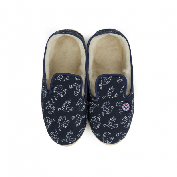 Slippers with padding
