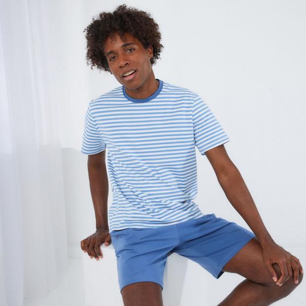 Pyjama-Set aus Baumwoll-T-Shirt und -Shorts