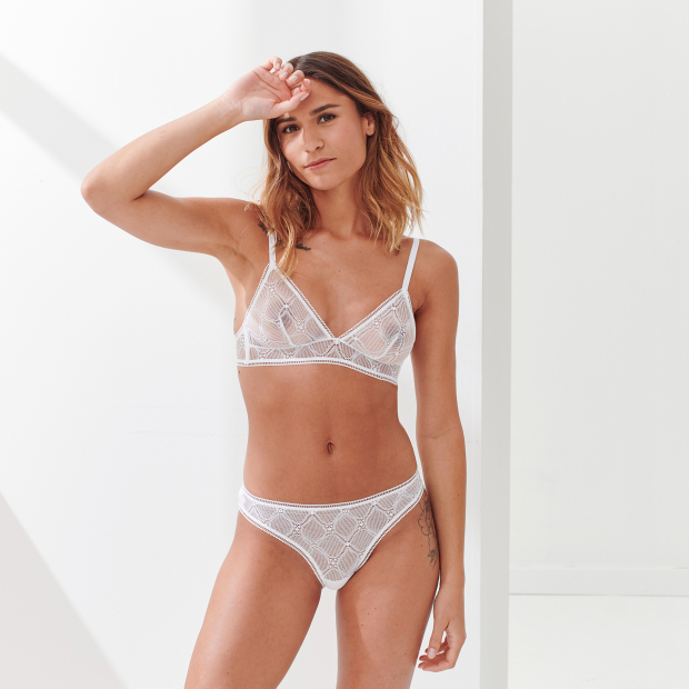 Triangle bra without underwire in French lace