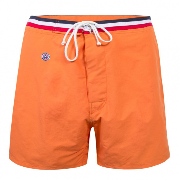 Lange orangefarbene Badeshorts